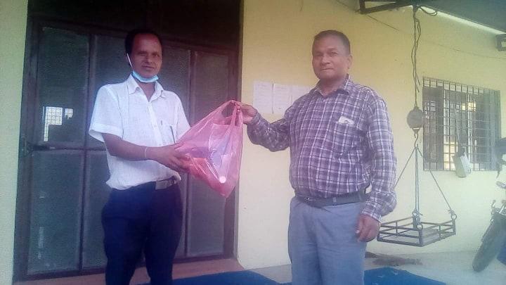 इन्द्रेणी युवा क्लव भालुवाङद्वारा स्वास्थ्य सामाग्रीको वितरण